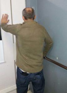 Ele mau conseguia ficar em pé, no momento da prisão - Foto: Brigada Militar/Divulgação