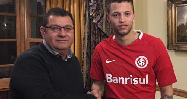 Vice-presidente de futebol Carlos Pellegrini e atacante Nico López em Montevidéu